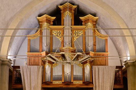 Orgue de Saint-Pierre-du-Mont, Église Saint-Pierre